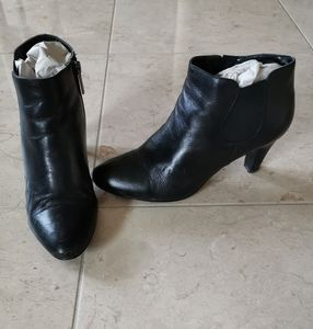 Bandolino black leather ankle boots booties sz 7M